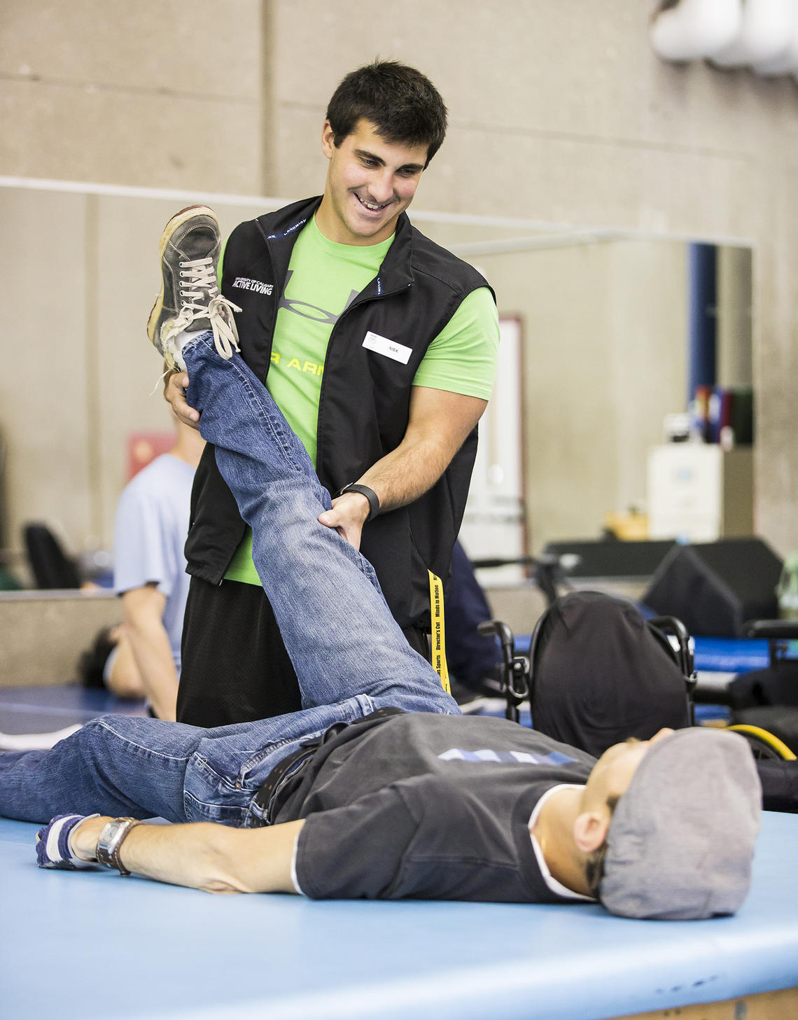 UCalgary Rehab fitness client has his mobility session with trainer