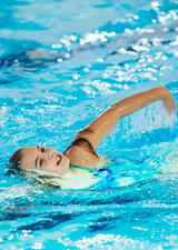 Girl in swimming lessons at UCalgary Aquatic Centre